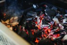 Gusseisen Holzkohleeinsatz + Räuchervorrichtung